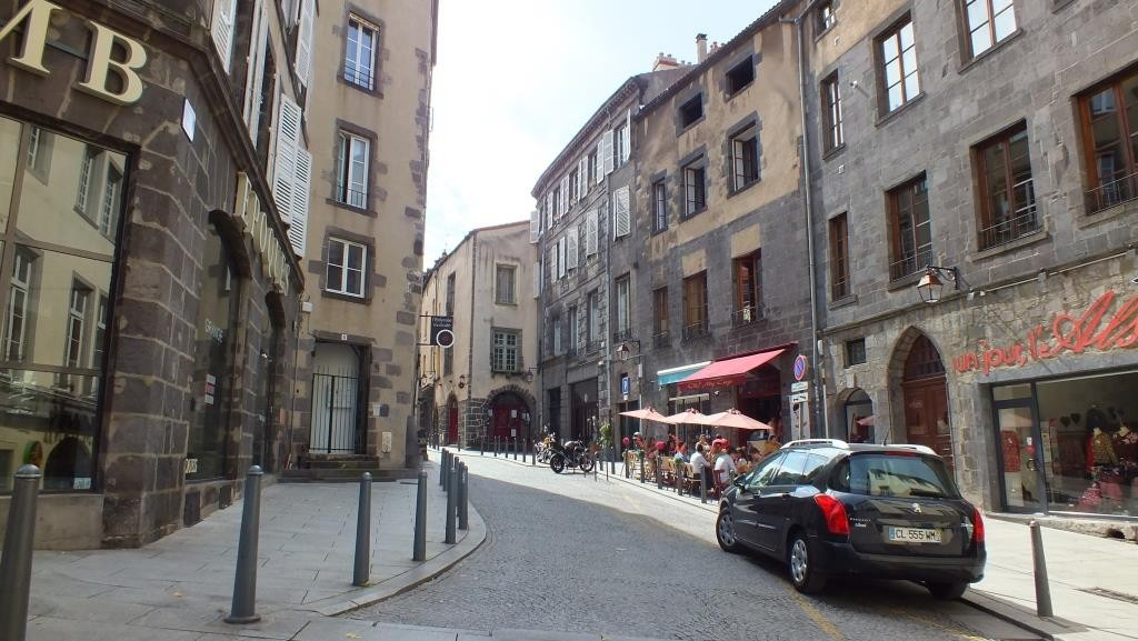 Sonntags in den Gassen von Clermont-Ferrand