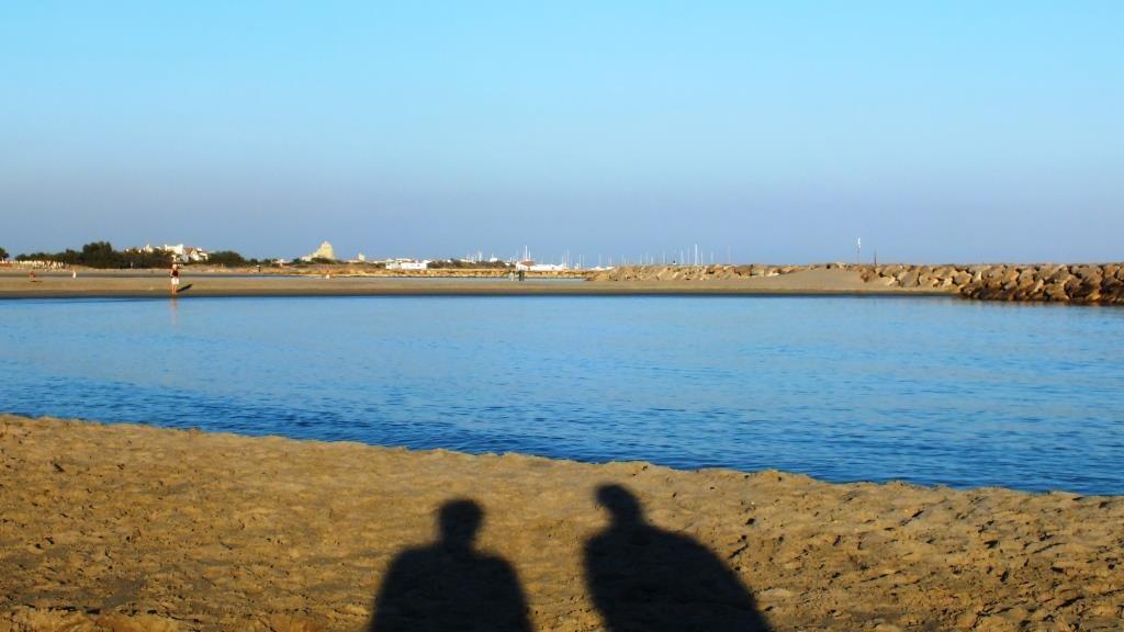 Der flache weite Strand fasziniert uns