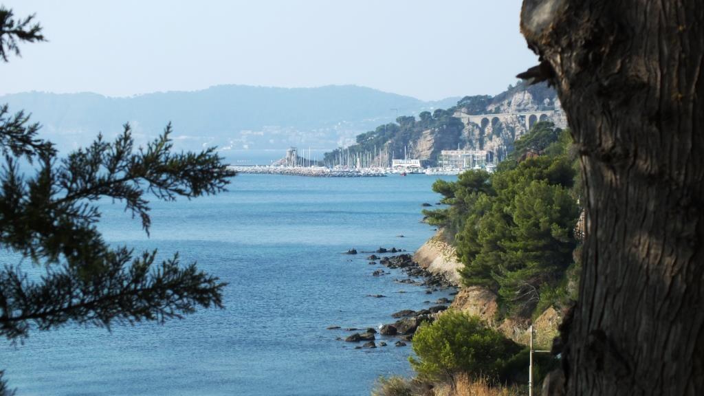 """Ausblick von """"hoch oben"""" auf die Ligurische Küste"""
