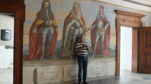 Egbert von Kaisern umgeben