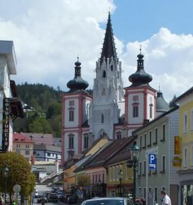 Die Basilika thront über dem Wallfahrtsort.
