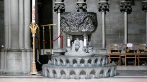 Das Taufbecken stammt aus dem Mittelalter