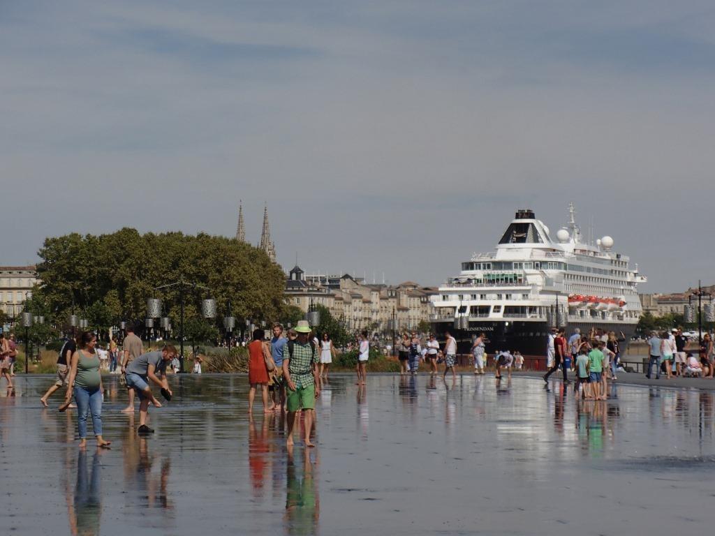 Auch Kreuzfahrtschiffe besuchen Lyon