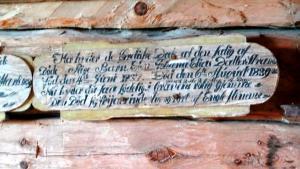 Das ist die Inschrift über den Tod eines zweijährigen Mädchens