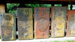 Im 19. Jh waren eiserne Grabplatten Mode